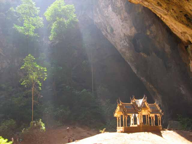 Bhraya Nakhon Cave